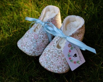 Flowers and butterfly Baby shoes - Several Sizes