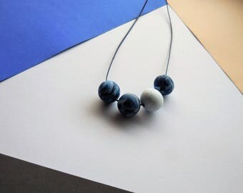 Handmade modern minimalistic beaded neckalce of clay in blue and white with marblelook, unique