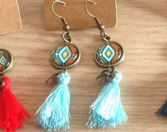 "Earrings ""geometric"" bronze tone 12 mm glass cabochon. Tassel. Leaf charm. TURQUOISE"