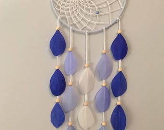 Dream catcher / dream catcher with blue and white feathers