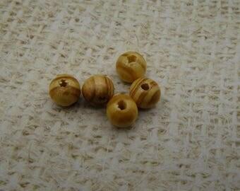 50 wooden veined beads 8mm round