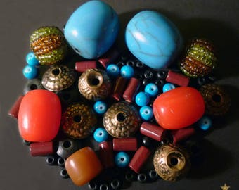 69 beads from Nepal and Kashmir Horn, wood, resin, glass, metal