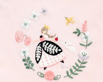 Snow White - Embroidery Kit