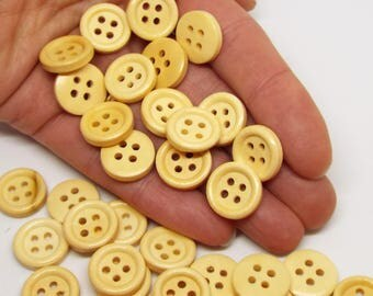 Round 4 hole light wooden buttons 15mm