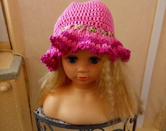 Nice wide-brimmed hat for stylish girl