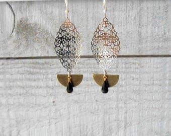Earring silver/bronze mix, mini enameled drop black and print