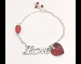 "Bracelet ""Love"" red and glass beads"