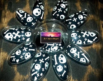 Hand Painted Halloween Stick On False Nails  X 24 - Point Almond Stiletto Shape - Free Glue & Manicure Cuticle Stick - Skull and Crossbow