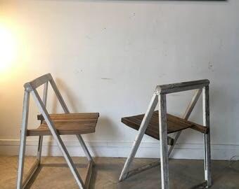 Paire de chaises pliantes en bois esprit Aldo Jacober