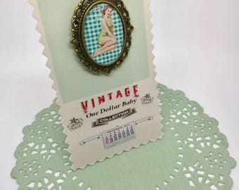 Brooch pin-up green gingham