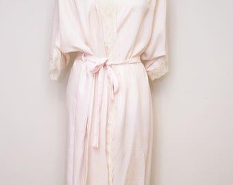 Vintage CHRISTIAN DIOR lingerie // elegant pale pink robe with lace trim