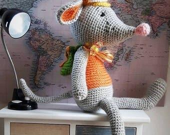 Wiĺli globetrotter-crocheted Amigurumi Mouse