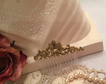 Exquisite Vintage Gold Hair Comb in a Excellent Condition