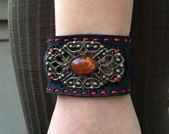 Ethnic bracelet in inner tube recycled