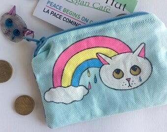 Portamonete Sad Kittens Rainbow - dipinto e cucito a mano - pioggia e gatto con stoffa verde menta e blu con cuoricini - pezzo unico - vegan