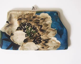 Vintage 1950s Coin Purse / 50s Metal Frame Purse / Vintage Wallet Money Holder / Retro Hawaiian Print Pouch
