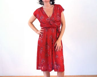 Imani, 70s Floral Dress S M, Red Floral Dress, Sheer Tulip Print Dress, 1970s Midi Dress, Wrap Front Knee Length Silky Boho Vintage Dress