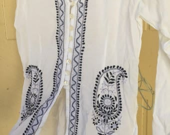 Embroidered Boho Tunic, White Cotton Bohemian Blouse, Vintage 90s Boho Top Paisley Blue Trim Side Slits Button Down Breezy Tunic S  1990s