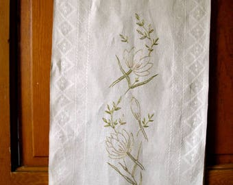 Vintage Linen Runner, Linen Embroidered Table Scarf, Linen Runner, Arts and Crafts Table Runner, Linen Dresser Scarf, Old Linen