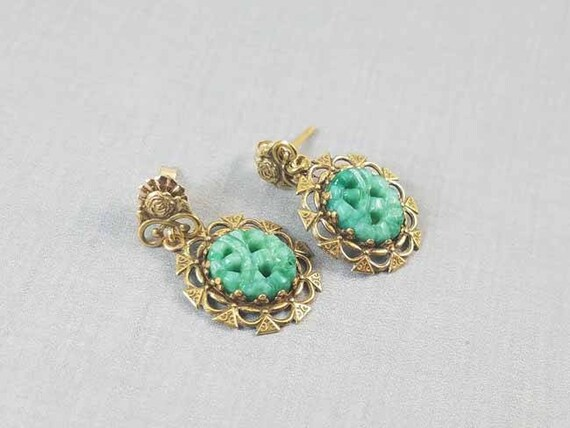 Vintage mid century 14k yellow gold carved jadeite pierced earrings