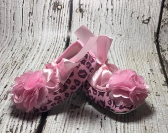 Baby Shower Gift, Baby Gift, New Baby, Leopard Print, Pink and Brown Crib Shoes, Leopard Baby Booties, Photo Prop, Brown and Pink, Pre-Walk