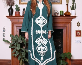 Vintage 70s Emerald Green Embroidered Moroccan Kaftan L