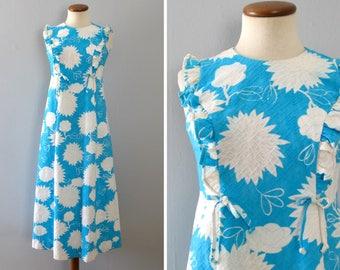 blue hawaiian dress - 60s vintage Hoaloha bright light white floral abstract long full skirt sleeveless tiki boho hippie ruffle muumuu small