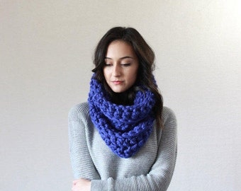 chunky cowl infinity snood scarf // The Montpellier - COBALT