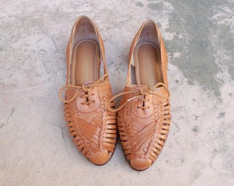 Vintage Womens 7 Naturalizer Brown Leather Slip On Huaraches Sandals Loafers Oxfords Mexican Brazilian Native Aztec Boho Hippie Shoes