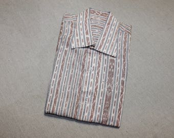 vintage 1960's or newer -no brand- Men's short sleeve shirt. 'New Old Stock'. Fancy weave. Possibly Central / South American make. Medium