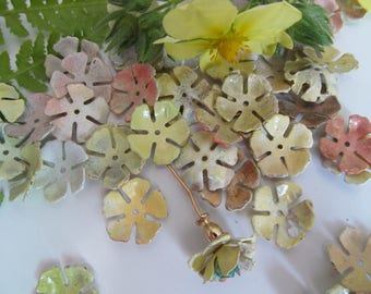 20 Verigated Butter Yellow  Painted Vintage Metal Flowers