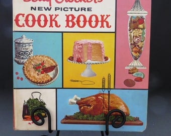 Betty Crockers New Picture Cook Book - 5 Ring Binder 1961 1st Edition 4th Printing - Recipes Cookbook  Kitchen Collectible Shower Gift