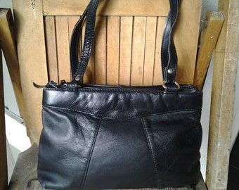 JET    ///   Leather Shoulder Bag