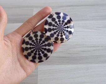 Vintage 80's Huge Mod Natural Shell Disc Earrings