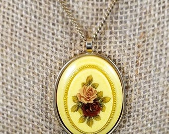 Vintage floral pendant with gold chain