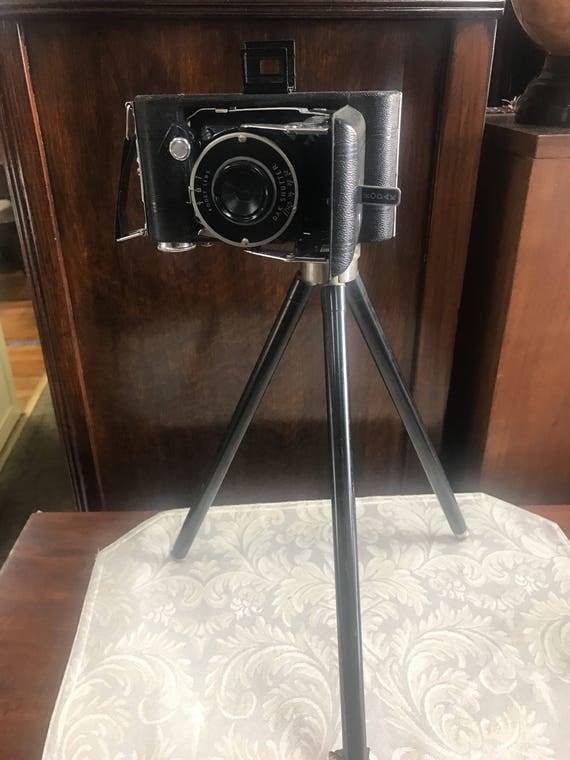 Kodak Vigilant folding camera junior six-20 with case and tripod
