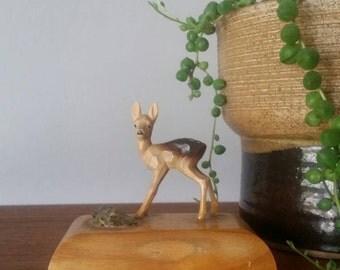 Vintage miniature carved deer figurine. Fawn figurine. Woodland animals. Kitschy decor. Boho decor. Bambi.
