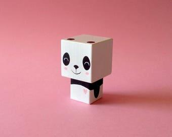 """Figurine cubique en bois décorative """"Panda cœur rose""""- peinte à la main (taille S)"""