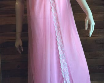 Vintage Lingerie 1970s QUEENS WAY to FASHION Pink Size B (Medium) Nightgown and Robe Set