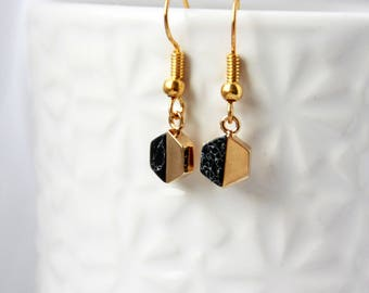 Geometrische Ohrringe, schwarz, golden, black earrings, golden earrings, gemstone earrings, earrings black golden, minimal jewelry