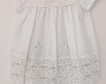 White vintage baby dress with lace and embroidery approx size 9-12 months