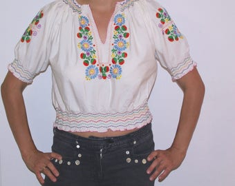 Embroidered Woman's White Blouse Ukrainian sorochka Shirt Vyshyvanka size Small Medium belly shirt cropped top Embroidered Strawberries Folk