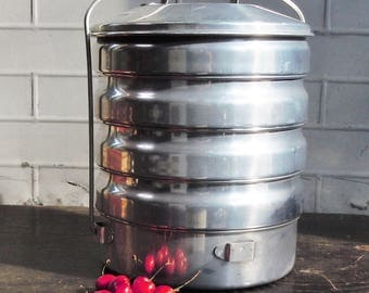 Aluminium Picnic Container / Vintage Travel for the Entire Meal / 5 Generous Sections / Sleek Style