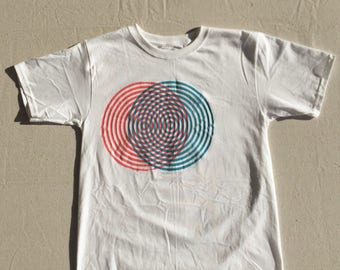 Screen Printed T-SHIRT! Pink/Blue Optical Illusion, Size BOYS xl (fits a women's size small)