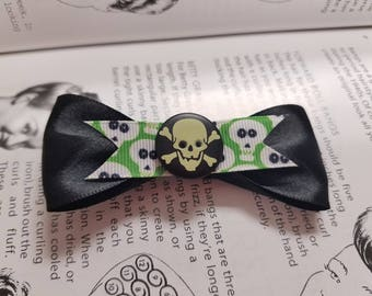 Skull and crossbones black bow
