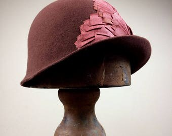 FLORENCE Twenties Felt Cloche Hat Grosgrain Petersham Ribbon Trim