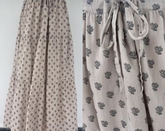 Vintage 90s Ladies Grey Skirt, Flower Pattern, Gypsy Skirt, Boho Skirt, Festival Skirt, Peasant Skirt, Size 14 16UK