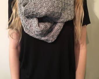 Knit Diamond Pattern Infinity Scarf in Gray