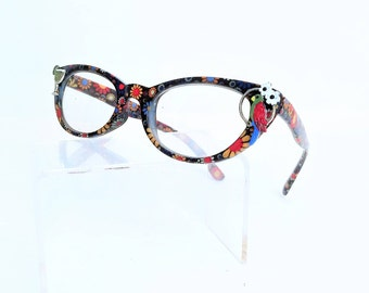 Reading glasses with parrot