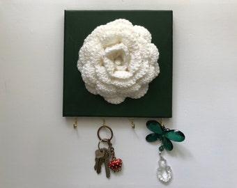 Wall key holder, wall key hooks, crochet flower, floral key holder, wall decor, green wall art, floral key holder,four key hooks